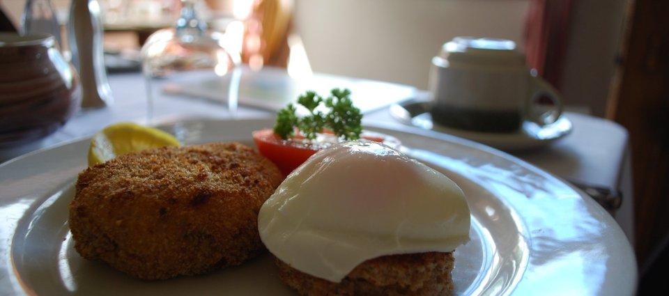 Smoked Haddock & Salmon Fishcake with Poached Egg and Grilled Tomato 2