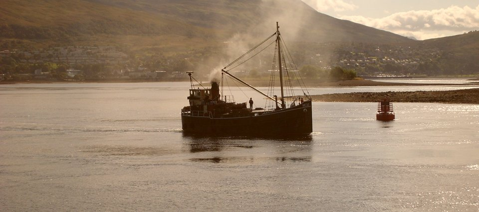 Puffer heading for Caledonian Canal