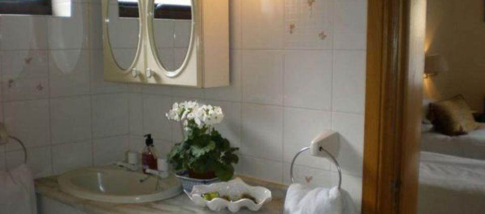 typical_en_suiteprivate_bathroom.jpg