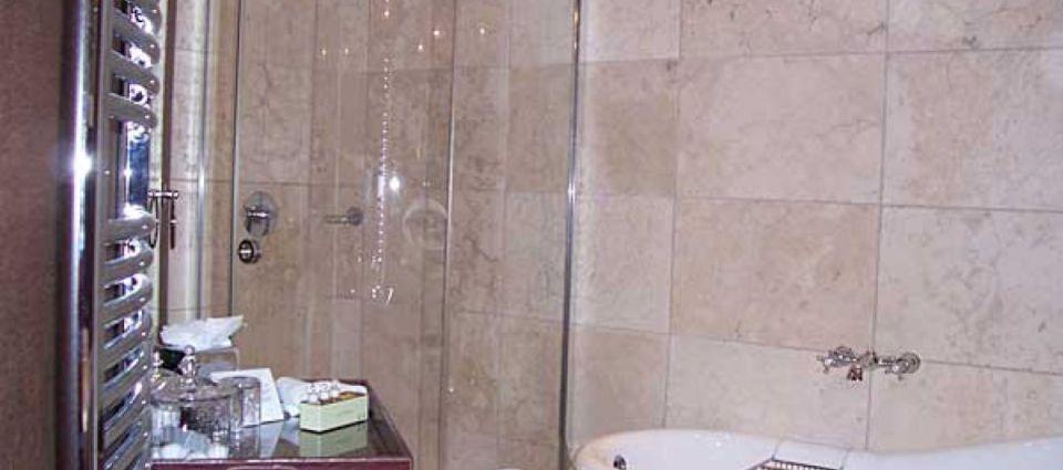 turret_bathroom.jpg