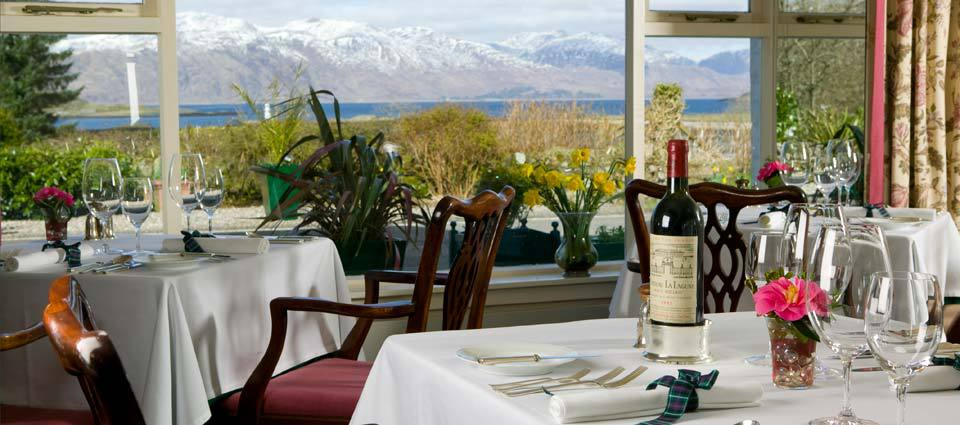 Dining room Airds Hotel
