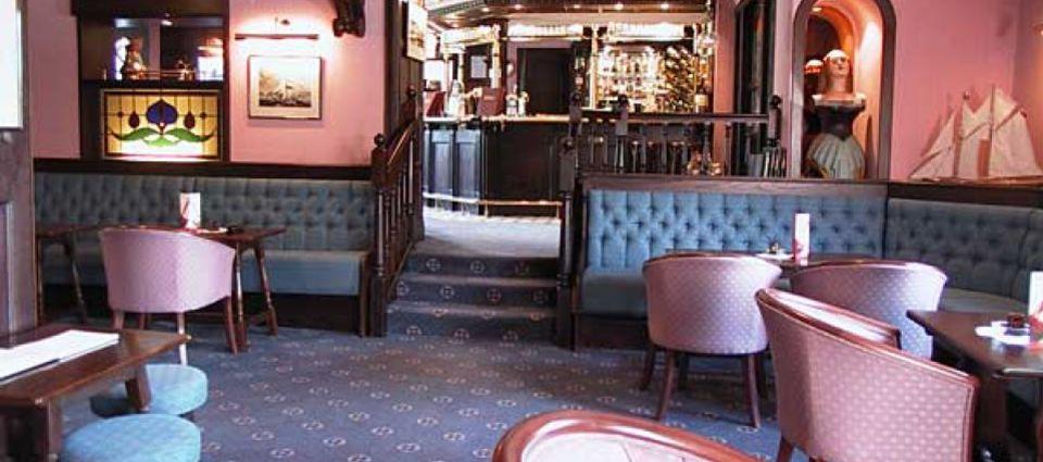 Upper Deck Lounge Bar