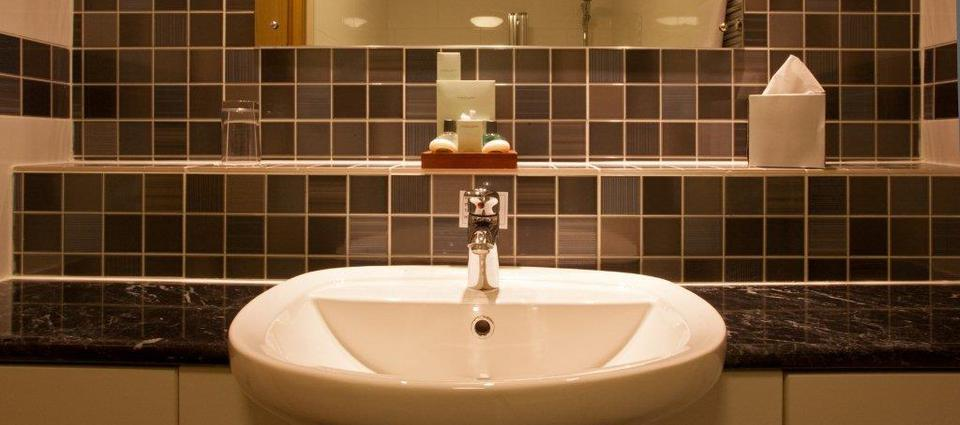 Ensuite bathroom with Complimentary toiletries