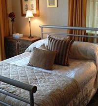 Russell's Restaurant with rooms at Smiddy House Located within The Great Glen, 60 miles of splendour from Fort William to Inverness. Russell's offe...