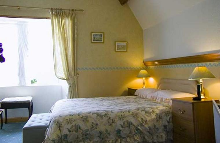 Medium large bedroom7220