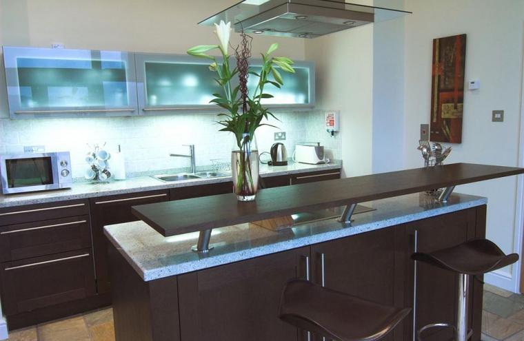 Medium large tioram kitchen